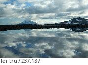 Купить «Отражение облаков в горном озере на Мутновском плато. Камчатка.», фото № 237137, снято 27 августа 2005 г. (c) Ирина Игумнова / Фотобанк Лори