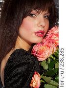Купить «Девушка и розы», фото № 238285, снято 5 мая 2007 г. (c) Goruppa / Фотобанк Лори