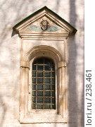 Купить «Истра. Декор окна западной части Воскресенского собора Ново-Иерусалимского монастыря», фото № 238461, снято 29 марта 2008 г. (c) Julia Nelson / Фотобанк Лори