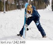 Купить «Девушка со сноубордом», фото № 242849, снято 30 марта 2008 г. (c) Виктор Застольский / Фотобанк Лори