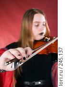 Купить «Готический скрипач», фото № 245137, снято 29 марта 2008 г. (c) Сергей Лаврентьев / Фотобанк Лори