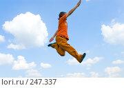 Купить «Мужчина в прыжке», фото № 247337, снято 16 августа 2007 г. (c) паша семенов / Фотобанк Лори