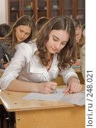 Купить «Фоторепортаж с уроков в девятом классе», фото № 248021, снято 9 апреля 2008 г. (c) Федор Королевский / Фотобанк Лори