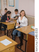 Купить «Фоторепортаж с уроков в девятом классе», фото № 248033, снято 9 апреля 2008 г. (c) Федор Королевский / Фотобанк Лори