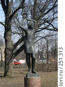 Купить «Санкт-Петербург.  Скульптура в саду на Кронверкском острове», фото № 251313, снято 5 апреля 2008 г. (c) Александр Секретарев / Фотобанк Лори