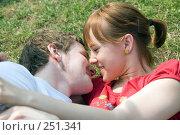 Купить «Влюблённая пара», фото № 251341, снято 12 апреля 2008 г. (c) Сергей Лаврентьев / Фотобанк Лори