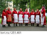 Купить «Женщины из деревенского хора на празднике в городе. Пермский край.», фото № 251401, снято 3 августа 2007 г. (c) Harry / Фотобанк Лори