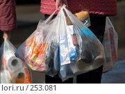 Купить «Покупатели выходят из супермаркета», фото № 253081, снято 29 марта 2008 г. (c) Harry / Фотобанк Лори