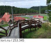 Купить «Спуск к лыжной трассе летом. Ханты-Мансийск», фото № 253345, снято 10 августа 2007 г. (c) Нурулин Андрей / Фотобанк Лори