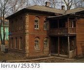 Купить «Деревянный дом в Вологде», фото № 253573, снято 1 апреля 2008 г. (c) Андрей Никитин / Фотобанк Лори