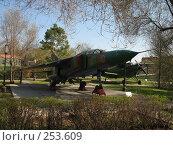 Купить «Истребитель МиГ-23 УБ», фото № 253609, снято 16 апреля 2008 г. (c) RuS / Фотобанк Лори