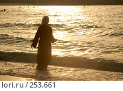 Купить «Женщина на море», фото № 253661, снято 15 июня 2006 г. (c) Андрей Хохлов / Фотобанк Лори