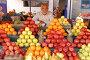 Мужчина торгует фруктами на рынке. г. Назрань, республика Ингушетия., фото № 253961, снято 27 сентября 2006 г. (c) Виктор Филиппович Погонцев / Фотобанк Лори