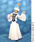 Девушка в казахском национальном костюме (2008 год). Редакционное фото, фотограф Вера Тропынина / Фотобанк Лори