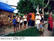 Купить «Индийская семья», эксклюзивное фото № 256377, снято 17 августа 2018 г. (c) Free Wind / Фотобанк Лори
