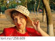 Купить «Пожилая женщина...», фото № 258609, снято 1 июля 2007 г. (c) Минаев Сергей / Фотобанк Лори