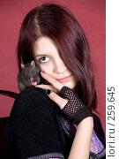 Купить «Портрет девушки с крысой», фото № 259645, снято 29 марта 2008 г. (c) Golden_Tulip / Фотобанк Лори