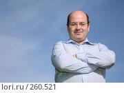 Купить «Мужчина на фоне неба», фото № 260521, снято 24 апреля 2019 г. (c) Losevsky Pavel / Фотобанк Лори