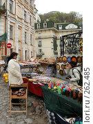Купить «Торговля сувенирами на Андреевском спуске (Киев, Украина)», фото № 262485, снято 13 апреля 2008 г. (c) Дмитрий Яковлев / Фотобанк Лори