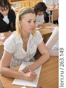 Купить «Девушки на уроке. Мгновение из жизни старшеклассников», фото № 263149, снято 26 апреля 2008 г. (c) Федор Королевский / Фотобанк Лори
