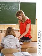 Купить «Девушка в красной кофте.Мгновение из жизни старшеклассников», фото № 263205, снято 26 апреля 2008 г. (c) Федор Королевский / Фотобанк Лори