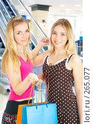 Купить «Две девушки с покупками», фото № 265077, снято 6 марта 2008 г. (c) Андрей Армягов / Фотобанк Лори