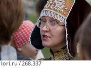 Купить «Экскурсовод музея-усадьбы Коломенское», фото № 268337, снято 27 апреля 2008 г. (c) Юрий Синицын / Фотобанк Лори
