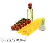 Купить «Спагетти, помидоры черри, оливковое масло и чеснок на белом фоне», фото № 270049, снято 22 апреля 2008 г. (c) Татьяна Белова / Фотобанк Лори
