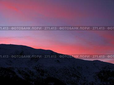 Купить «Закат в горах с красными отсветами на облаках», фото № 271413, снято 28 января 2008 г. (c) Fro / Фотобанк Лори