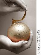 Купить «Елочное украшение. Шар», фото № 272845, снято 5 декабря 2006 г. (c) Морозова Татьяна / Фотобанк Лори