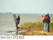 Фотограф снимает кайтсерфера, фото № 273693, снято 4 мая 2008 г. (c) Сергей Литвиненко / Фотобанк Лори