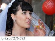 Купить «Невеста с бокалом шампанского», фото № 276693, снято 18 апреля 2008 г. (c) Федор Королевский / Фотобанк Лори