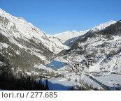 Купить «Горная деревушка в горах у озера, Европа», фото № 277685, снято 10 января 2003 г. (c) Fro / Фотобанк Лори