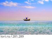 Купить «Яхта с голубыми парусами в открытом море», фото № 281289, снято 23 сентября 2018 г. (c) Вероника Галкина / Фотобанк Лори