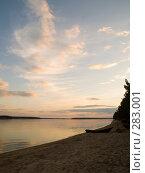 Купить «Лодка на песке», эксклюзивное фото № 283001, снято 10 мая 2008 г. (c) Алина Голышева / Фотобанк Лори