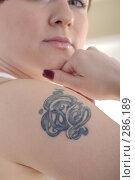 Купить «Татуировка на плече девушки», фото № 286189, снято 12 мая 2008 г. (c) Михаил Малышев / Фотобанк Лори