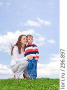 Купить «Мама с ребенком», фото № 296897, снято 14 мая 2008 г. (c) Андрей Щекалев (AndreyPS) / Фотобанк Лори