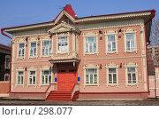 Купить «Старый деревянный дом», фото № 298077, снято 20 апреля 2008 г. (c) Андрей Николаев / Фотобанк Лори