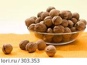 Купить «Грецкие орехи», фото № 303353, снято 23 сентября 2005 г. (c) Кравецкий Геннадий / Фотобанк Лори