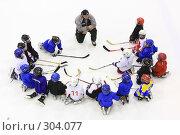 Купить «Тренер и детская хоккейная команда на льду», эксклюзивное фото № 304077, снято 29 мая 2008 г. (c) Дмитрий Неумоин / Фотобанк Лори