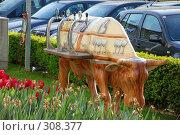 Купить «Скульптура коровы», фото № 308377, снято 30 апреля 2008 г. (c) Лифанцева Елена / Фотобанк Лори