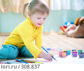Купить «Девочка рисует», фото № 308837, снято 3 мая 2008 г. (c) Анатолий Типляшин / Фотобанк Лори