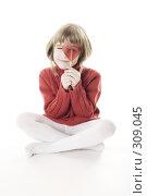 Купить «Девочка с леденцом в виде сердца», фото № 309045, снято 20 января 2008 г. (c) Лисовская Наталья / Фотобанк Лори