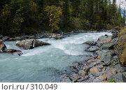 Купить «Горная река среди камней», фото № 310049, снято 14 ноября 2018 г. (c) Андрей Пашкевич / Фотобанк Лори
