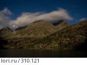 Облака ночью плывут над горным озером. Стоковое фото, фотограф Андрей Пашкевич / Фотобанк Лори