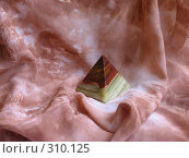 Купить «Пирамидка из опала», фото № 310125, снято 4 июня 2008 г. (c) Владислав Семенов / Фотобанк Лори