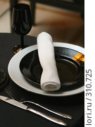 Купить «Сервировка стола в ресторане», фото № 310725, снято 22 мая 2008 г. (c) Татьяна Белова / Фотобанк Лори