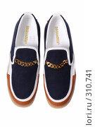 Купить «Туфли на белом фоне», фото № 310741, снято 29 мая 2007 г. (c) Илья Лиманов / Фотобанк Лори