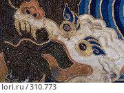 Старинная китайская ткань, использованная в переплете старинной библии (2008 год). Редакционное фото, фотограф Harry / Фотобанк Лори