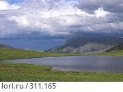 Купить «Полярный Урал. Озеро на перевале», фото № 311165, снято 3 августа 2007 г. (c) Роман Коротаев / Фотобанк Лори